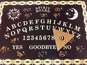 Ouija-Board_Spirit-Board-Black-Gold